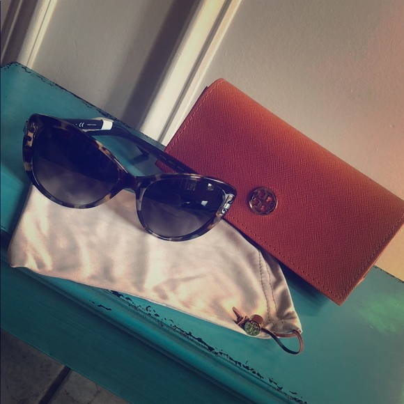 d262c1117c6f Tory Burch Accessories | Nwt Serift Cat Eye Sunglasses | Poshmark